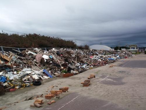 震災から4ヶ月経過した千葉県銚子に近い旭市の被災地の様子です。