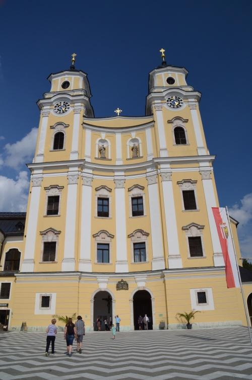 ザルツブルク音楽祭のティーレマン指揮のウィーンフィルの演奏会は11時に始... ザルツブルク音楽