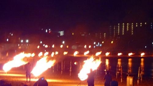 伊豆多賀の年に一度の、百八体かがり火と花火大会・・・百八体かがり火