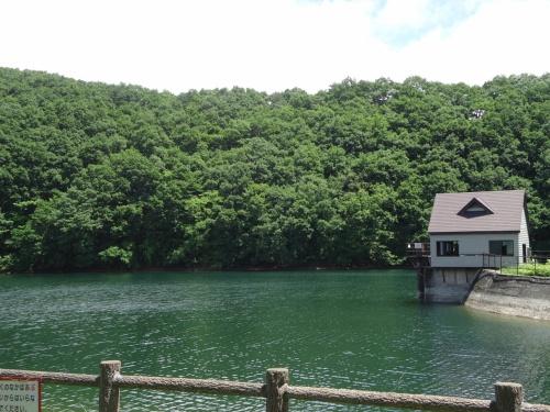 長老湖と横川やまびこ吊り橋