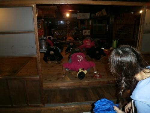 日本の最果てにある礼文島と利尻島への旅 その3 船で礼文島上陸!桃岩荘ユースホステルでの楽しいひとときパート1