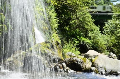 八ヶ岳の高原列車に乗って清里・吐竜の滝に訪れてみた