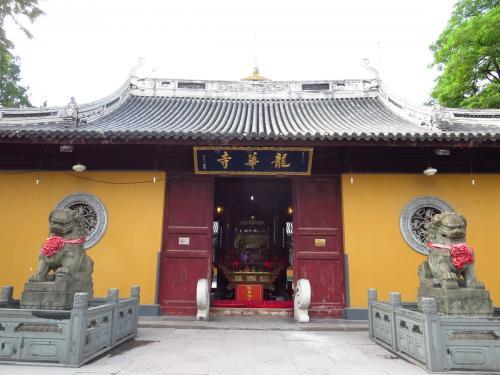 上海で過ごす日曜日。<br />初めて龍華寺に行きました。