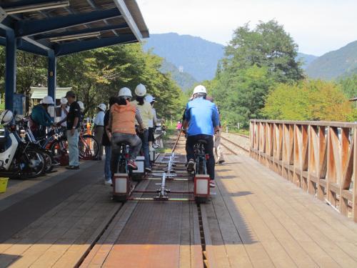 自転車の 神岡 自転車 線路 : 神岡鉄道の線路の一部を、改造 ...
