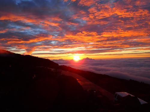マウイ3日目は、午前中はカフルイの街を少し散策しながらお土産購入。<br /><br />そして、午後からはハレヤカラに登り、サンセット&星の観察。