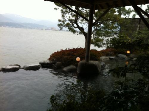 東郷湖に面した露天風呂のある温泉
