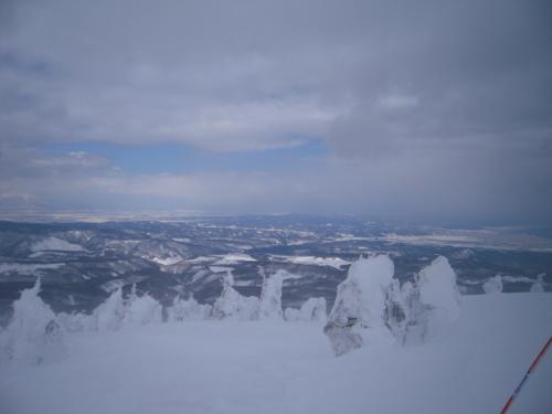 八甲田山の大パノラマ ~樹氷のオフピステで新雪(深雪)を食べる~