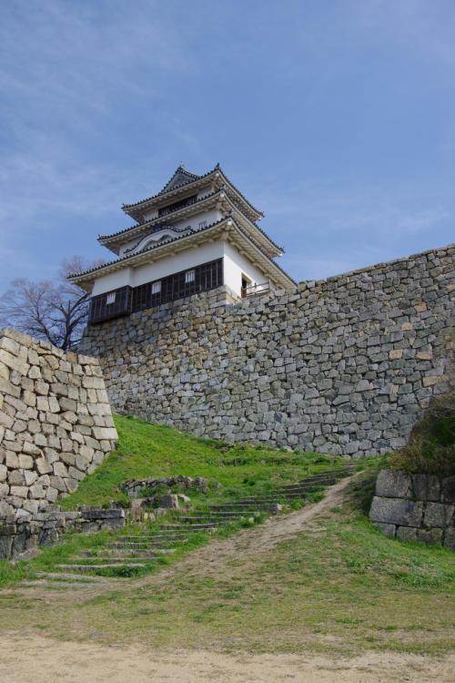 丸亀城を登場