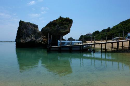 沖縄ツアー 3日目 後半は 美しい新原の海 楽しいおきなわワールド 国際通り へ