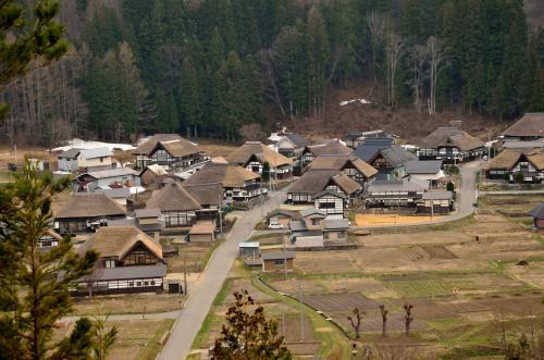 残雪の木賊温泉と山村の原風景、前沢の曲家集落