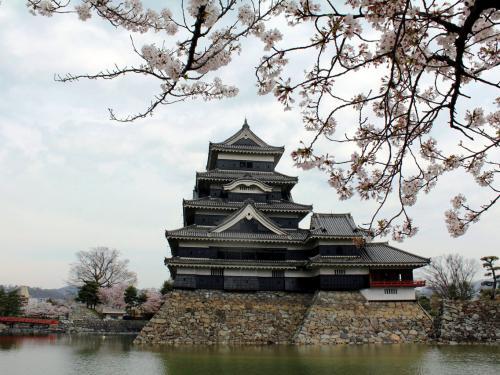 時代を感じよう。こころに潤いを…【松本城~城下町散策と旧開智学校編】