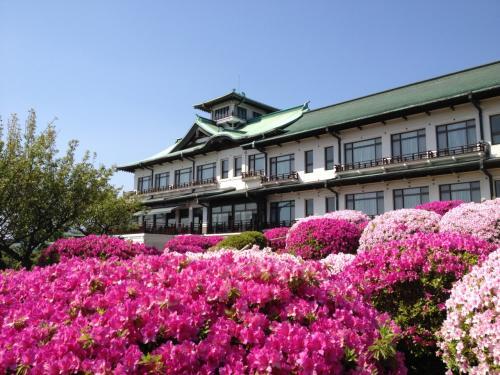 春を迎えた三河湾『蒲郡プリンスホテルの庭園』
