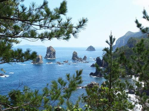 美しい青に魅せられて 別府弁天池と青海島自然研究路散策 長門湯本温泉でヒラメを食べつくす旅