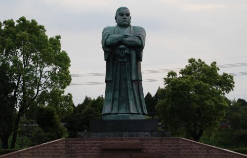 鹿児島空港すぐ側で西郷さんの銅像と逢いました。西郷公園