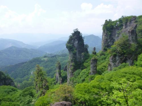 日本三大奇景 新緑の妙義山
