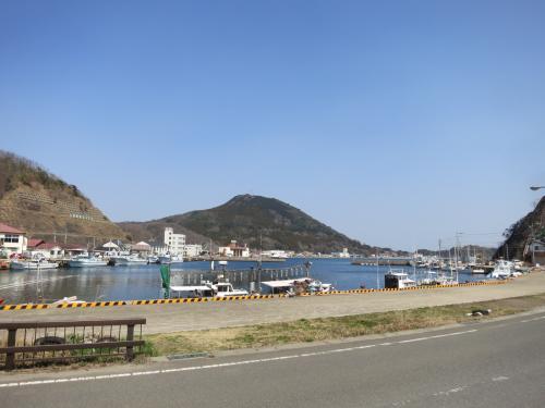 韓国格安航空会社t'way航空キャンペーン運賃片道1,000円を利用した釜山プチ旅行。帰りは高速船で対馬・比田勝港に寄りました。たった2時間の滞在でしたが、その様子を記します。<br /><br />◆行程---------------------------------------------<br />3/14(金)<br />【航空機】GK501 東京NRT 6:25→8:30福岡FUK<br />【バス】天神バスターミナル 13:10→15:04 佐賀空港<br />【航空機】TW296 佐賀HSG 17:10→18:30 ソウルICN<br />【高速鉄道】ソウル駅 → 釜山駅 <br />3/15(土)<br />【高速船】釜山港 12:00→13:10 比田勝港(対馬)<br />【フェリー】比田勝港 15:05→20:55 博多港 <br /><br />◆費用---------------------------------------------<br />【航空機】<br /> ジェットスター(GK)NRT-FUK片道 公式WEBから購入<br />  エコノミークラス<br />  5,324円+TAX諸費566円=5,890円/人<br /> t'way航空(TW)HSG-ICN片道 公式WEBから購入<br />  エコノミークラス Rクラス<br />  1,000円+TAX諸費2,000円=3,000円/人<br />       <br />【ホテル】<br /> 東横イン釜山1<br />  1泊シングル1室57,200KRW(約5,600円)