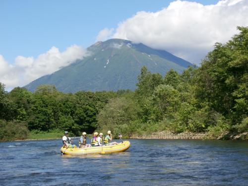 北海道のアクティビティならやっぱりラフティング! ≪ニセコ尻別川清流下り≫