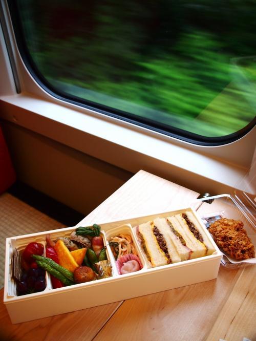 新幹線初のリゾート列車!「とれいゆ つばさ」に乗ろう!お座敷シートや足湯で・・・つかの間のリゾート気分!