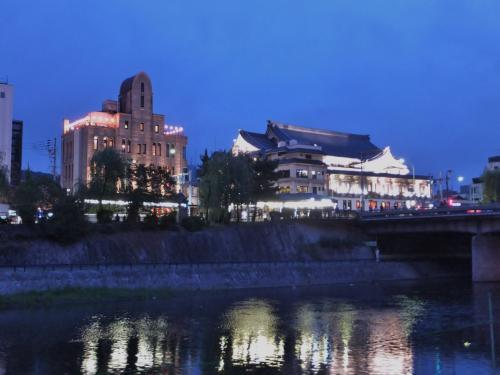 夏の鴨川河畔の夕景と朝の散歩