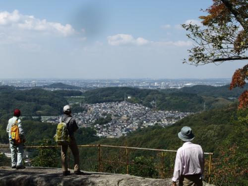 石仏の巡礼の道 岩谷山から大給城祉を歩く♪