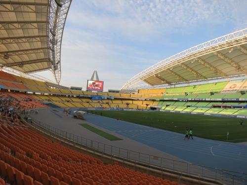 釜山から高速鉄道KTXに乗って大邱を訪れ、韓国Kリーグ・サッカーを観戦してきました。宿泊は釜山です。<br /><br />◆行程---------------------------------------------<br />8/25(日)<br /> 【航空機】7G301 北九州KKJ 9:10→10:00 釜山PUS<br /> 【列車】KTX152号 釜山駅 15:30→16:16 東大邱駅<br />  ★大邱市内観光(Kリーグ・大邱VS水原戦)<br /> 【列車】KTX177号 東大邱駅 22:15→2257 釜山駅<br />  ■東横イン釜山駅1 泊<br />8/26(月)<br /> 【航空機】7G302 釜山PUS 10:45→11:35 北九州KKJ<br /><br />◆費用---------------------------------------------<br />【航空機】<br /> スターフライヤー KKJ-PUS往復 公式WEBから購入<br />  エコノミークラス STAR PRIME 2week<br />  16,500円+TAX諸費4,870円=21,370円/人<br />       <br />【ホテル】<br /> 東横イン釜山駅1<br />  1泊シングル1室 48,400KRW(約4,400円)<br /><br />---------------------------------------------------<br />2013北九州発着・釜山&大邱サッカー観戦の旅(その1・北九州空港出入国編)<br />http://4travel.jp/travelogue/10936929<br /><br />2013北九州発着・釜山&大邱サッカー観戦の旅(その2・大邱サッカー観戦と釜山泊編)<br />http://4travel.jp/travelogue/10936936