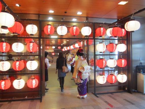 遅めの夏休み!初めての小松空港   「金沢おどり」を観て、町家 焼肉「かなめ」で夕食