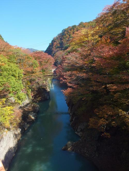 錦秋の川原湯温泉・吾妻渓谷を歩く