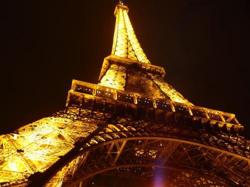 憧れだったパリへ転職を機に行ってきました。<br />国内旅行をメインに、海外旅行は有事の際に自衛隊が迎えに来てくれそうな距離の場所だけと限定していたため、一世一代の思い切ったヨーロッパへの旅です。<br />パリは夢のような世界でした〜。<br /><br />1日目 http://4travel.jp/travelogue/10951093<br />2日目 http://4travel.jp/travelogue/10951115<br />3日目 http://4travel.jp/travelogue/10951097<br />4日目 http://4travel.jp/travelogue/10951098<br />5日目 http://4travel.jp/travelogue/10951099