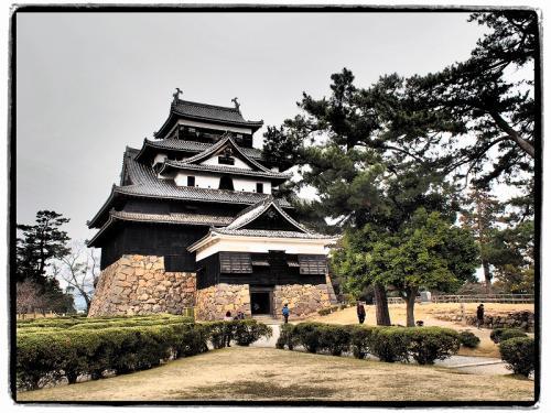 「1月に中国に出張に行ってくるわ〜」<br /><br />待ってました、相方の出張。<br /><br />相方が出張に行っている間に乗ってみたかった特急やくもに乗って松江に行こう!<br />せっかくなら鳥取県も満喫したいなぁ〜<br />そうなると2泊3日は必要。<br /><br />「2泊3日で旅行に行きたい」<br /><br />と言ってみると自分が出張でいない時なので<br /><br />「行っておいで〜〜」<br /><br />と簡単に許可が出た♪<br /><br />相方が中国に行っている間にふーは中国地方に遊びに行ってきました。