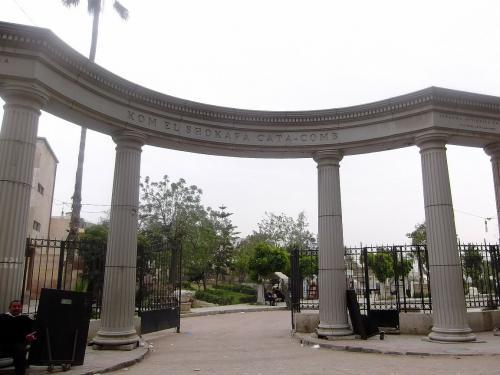 アレキサンドリアで旅行者があまり行かない二つの遺跡 --カタコンベ(集合墳墓)とアブキール砦跡 --を紹介します.<br /><br />なお私は治安が良くない中,アレキサンドリアに滞在中です.