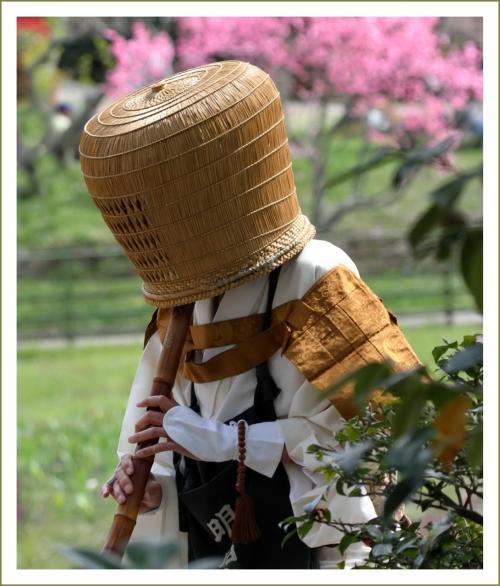 Solitary Journey [1563] 桜満開のなかで虚無僧行列が賑やかに行われました。<棲真寺まつり、お花見もできました!>広島県三原市