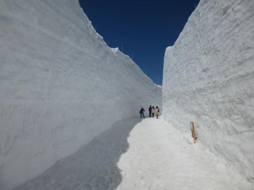 雪の立山黒部アルペンルート(信濃大町~黒部ダム~室堂~富山)
