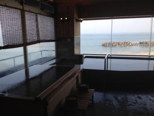 クラゲに癒される加茂水族館&湯野浜温泉・鶴岡の旅