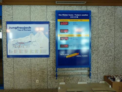 2009年夏の旅は、ヨーロッパ旅行の定番の人気コースに参加します。<br /><br />ANAマイレージクラブ 会員限定ツアー・CLUB ANAで航く<br />ドイツロマンチック街道と名峰アルプスパノラマハイキング・パリ7日間<br /><br />(行程)<br />2009/07/14 国内線で羽田へ、成田前泊<br />2009/07/15 NH209便でフランクフルトへ、バスでローデンブルク移動<br />2009/07/16 午前中ローデンブルク観光、その後シュバンガウへ<br />      ノイシュバンシュタイン城観光、その後フュッセンヘ<br />2009/07/17 バスでスイスのブリエンツへ<br />      ブリエンツァー・ロートホルン山頂へ、<br />      下山後ブリエンツ湖遊覧船に乗りインターラーケンへ<br />2009/07/18 ユングフラウヨッホ観光とパノラマハイキング<br />      下山後ジュネーブへ、TGVでパリへ<br />2009/07/19 パリ自由観光<br />2009/07/20 パリ半日自由観光<br />      NH206便で帰国<br />2009/07/21 午後成田着、国内線で羽田より帰宅<br /><br />念願のアルプス、どんな素敵な景色が見えるかと、心踊らせて参加したツアーでしたが・・・<br />7月だというのに最悪の天気!猛吹雪でアルプスの山々どころか、視界も限りなく0に近く、全く山影さえも見えませんでした(ガ〜ン)