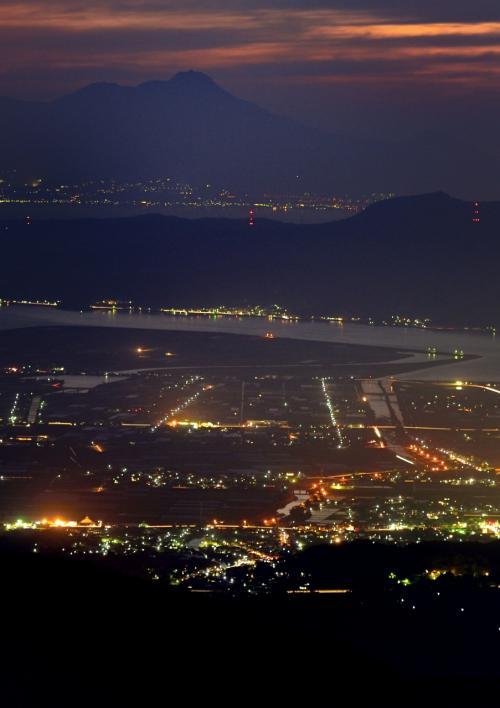 """夕日と夜景の魅力に取り付かれて ☆(-^▽^-)☆ """"第2弾 標高869.5m矢山岳山頂から眺める熊本市~八代市の景色"""""""