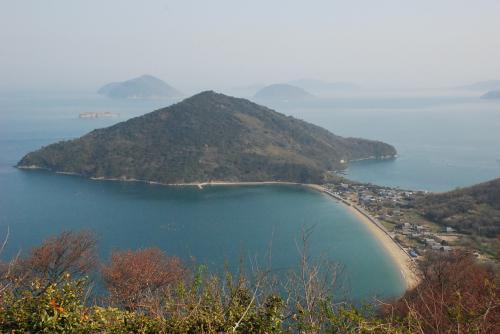粟島のスクリュー型地形を歩いて体感(四国 香川)