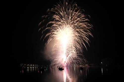 相生の初夏を彩る海上花火大会へ