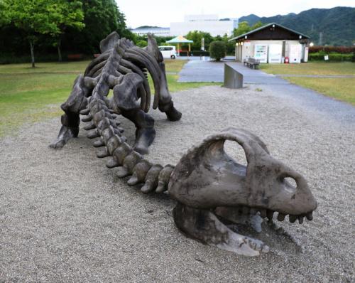 あせび温泉やすらぎの郷で浮世の垢を落とした後に板野町歴史文化公園でイタノザウルスと初逢瀬