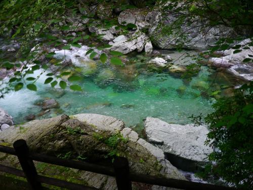 青の神秘❤安居渓谷で仁淀ブルーに癒される