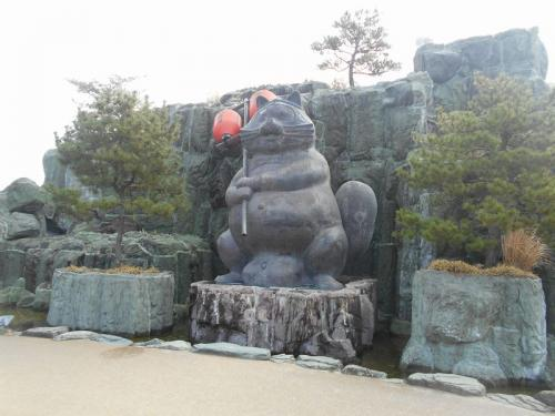 """たぬき2号がたぬきゆかりの街を歩く  vol.7 「世界一のたぬきの銅像がある """"小松島ステーションパーク""""」  ~小松島・徳島~"""