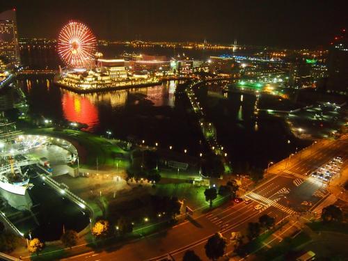 初めて来る街横浜。<br /><br />イメージでは神戸と似ているけどどうなんだろう?<br /><br />横浜は夜景がとてもキレイと聞いていたので、それも楽しみにしてきました。<br /><br />夜景と食・観光めいっぱい横浜満喫してきました!!!