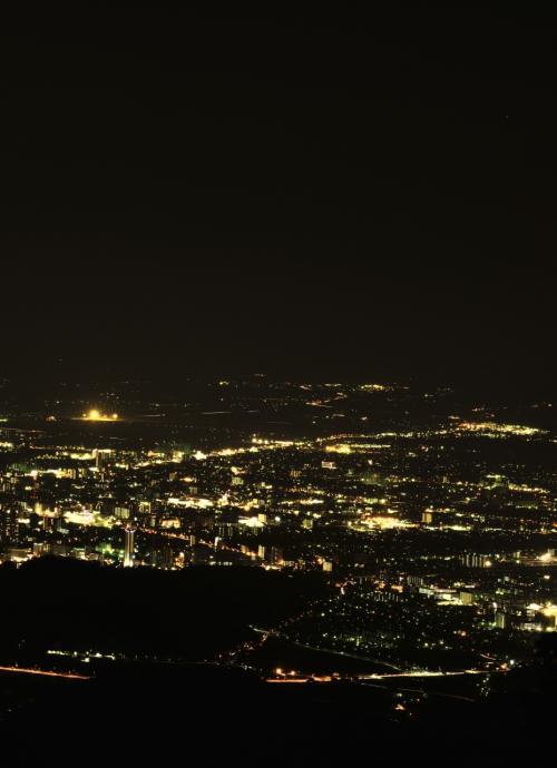 """夜景の魅力に取り付かれて ☆(-^▽^-)☆ """"第3弾 標高660m金峰山山頂から眺める熊本市内の夜景と標高112m、摩天楼の景色が見える花岡山から見た熊本市内の夜景"""""""