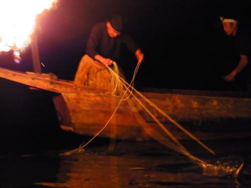 2013年の夏休み第一弾は、瀬戸内国際芸術祭1泊と京都観光2泊の旅。大胆なワンセットというか…なかなかの大移動です。<br />夏の盛りの京都、送り火の夜を満喫して明くる日はまるっと京都観光。<br />島原界隈~哲学の道~法然院~銀閣寺ときて、次は大徳寺方面へ。
