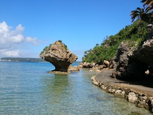 沖縄旅行記 <br /><br />その② です。<br /><br />   ①は ~ ダブルツリーbyヒルトン那覇 ステイ編 ~<br />           http://4travel.jp/travelogue/11077191<br /><br />      <br />夫の勤続25周年の休暇を利用し、JAL楽パックにて6泊7日の沖縄本島のみの旅です。<br /><br />前回は最北端まで行きましたが、まだ行っていない橋でつながっている島々に出没し、本島を制覇しようと思います。<br /><br />そして、今回もメインの宿泊施設はヒルトン北谷リゾートです。