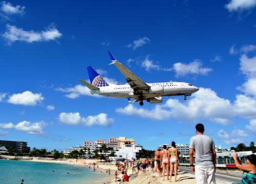 機内から見たカリブの海も、底抜けの青空も、素晴らしい。<br /><br />それでも「乗り物好き」の私にとって【セント・マーチン】は、別格である。<br />『翼のファン』が世界から集う島。<br />そう、そこは南国の太陽が私の肌をジリジリと焦がす。<br /><br /><br /><br />でも、同時に僕たちと彼らの楽園でもあるのだ。<br /><br /><br /><br /><br /><br /><br /><br /><br /><br /><br /><br /><br />