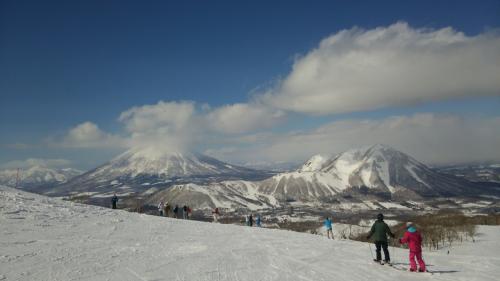 今季最後のボード、そして北湯沢でディナーバイキングしてきました。ボード編