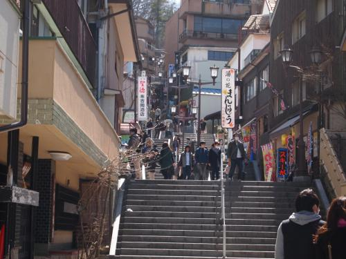 静かな華やかさ伊香保温泉街を歩く