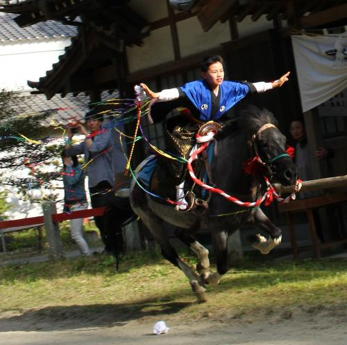 豊橋賀茂神社葵祭り 全速力で疾駆する馬上の少年を撮る♪