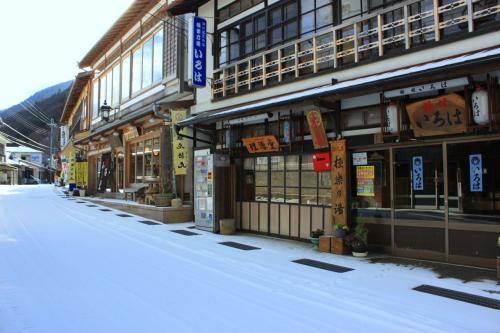 修験者の里 洞川温泉 いろは旅館 雪降る夜~龍泉寺雪景色