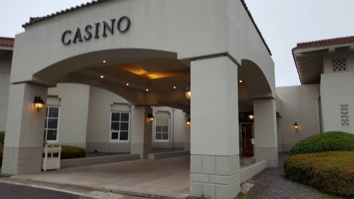 <br />普段はソウルカジノへ1人で行くことが多いですが、<br />ゴールデンウィークの家族で行く旅行先を考えてたところ<br />知り合いに済州マジェスターカジノの販促Dream City Tourの綾瀬さんという日本人スタッフを紹介していただき、初めて行ってきました。<br /><br />私はカジノ、嫁と娘は海やホテルを楽しむことができ<br />カジノ好きの家族旅行地としては大正解でした。<br />(途中娘から貰った写真も入ります)